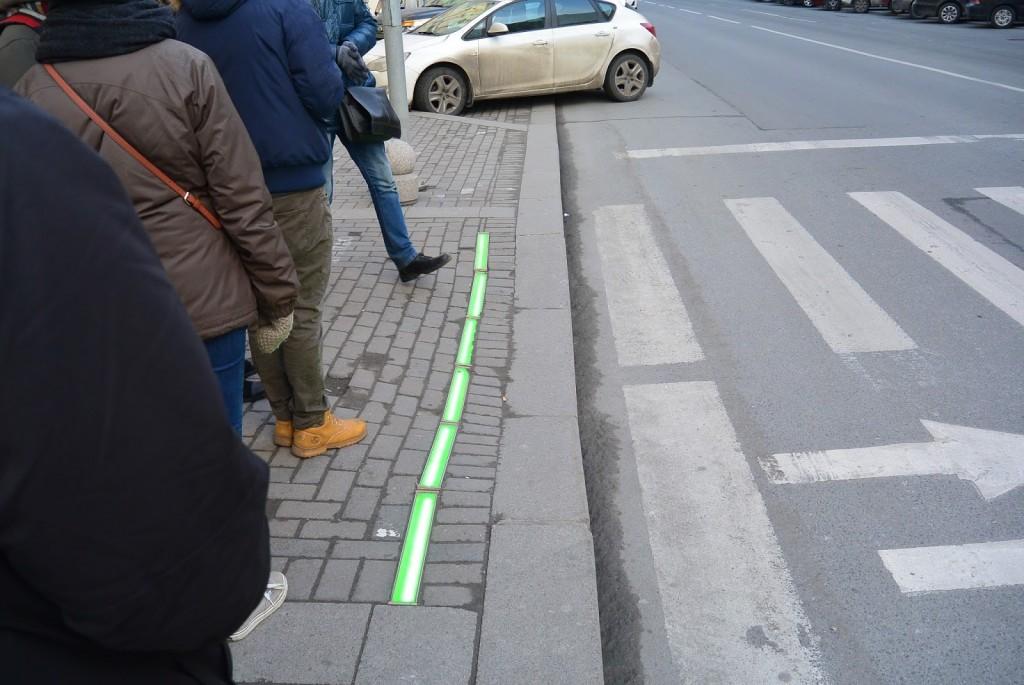 semaforos-en-el-piso-para-adictos-el móvil